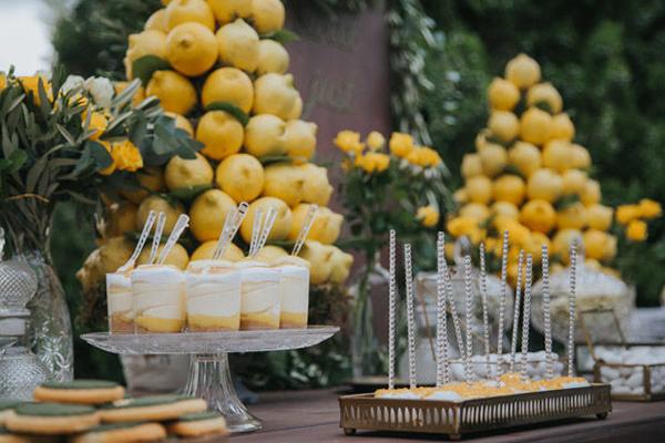 маса со десерт за свадба