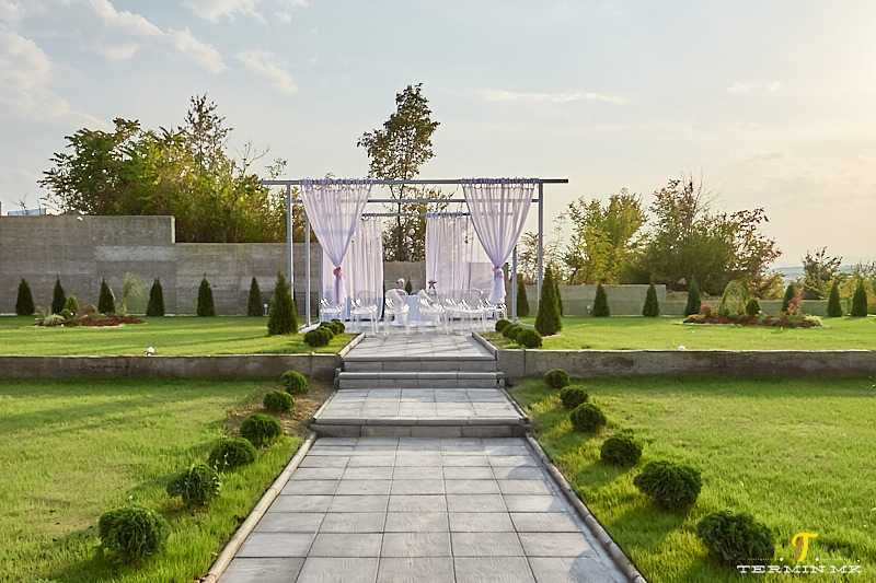 wedding_house_garden
